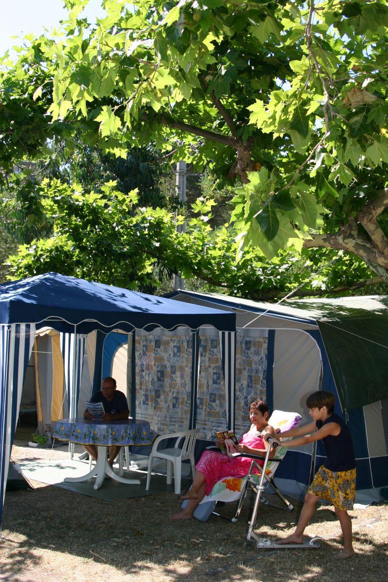 emplacement tente caravane camping cars au royal camping agay dramont esterel au bord de mer. Black Bedroom Furniture Sets. Home Design Ideas